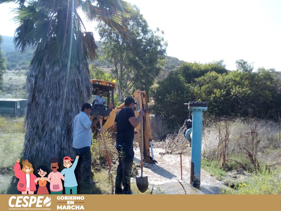 Inicia reparación de mega fuga en  Rancho Cerritos, Carretera San Antonio.