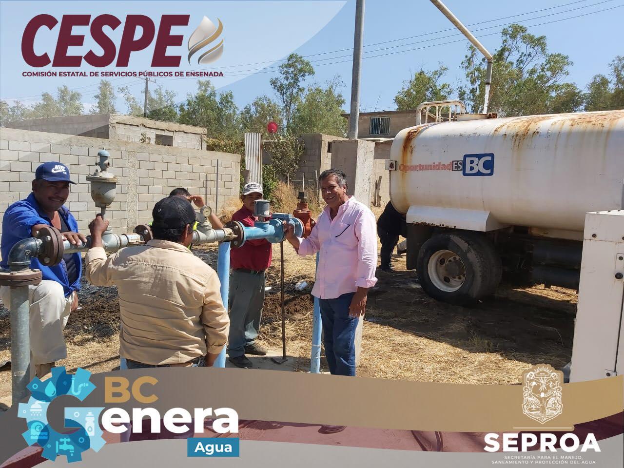 Atiende la #CESPE servicio de agua con pipas en la zona de #OjosNegros.