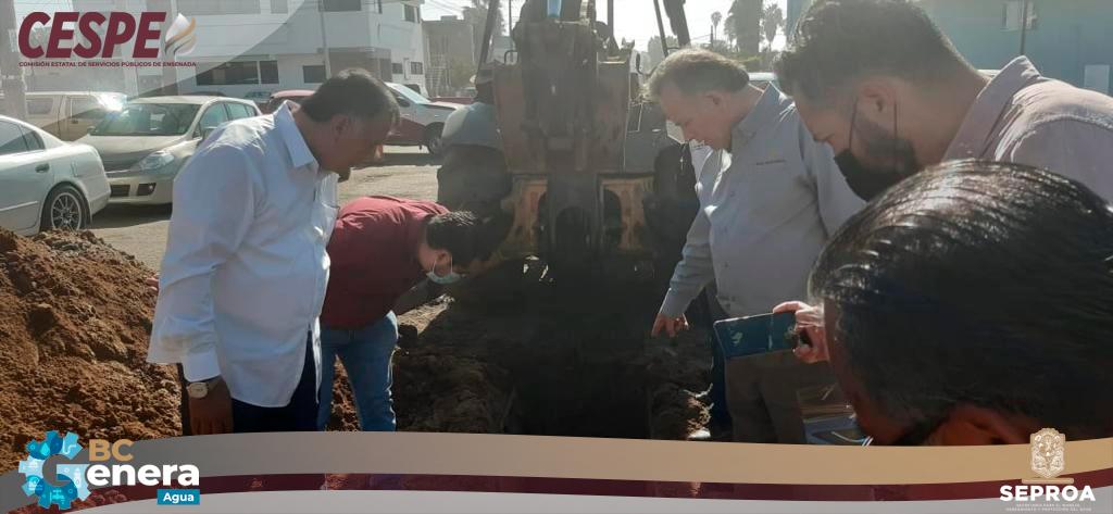 Puntual supervisión de obras de remplazo de tubería de drenaje en la zona centro de Ensenada, realizan el Secretario del Agua Salomón Faz y el Director de la CESPE Marcelino Márquez Wong.