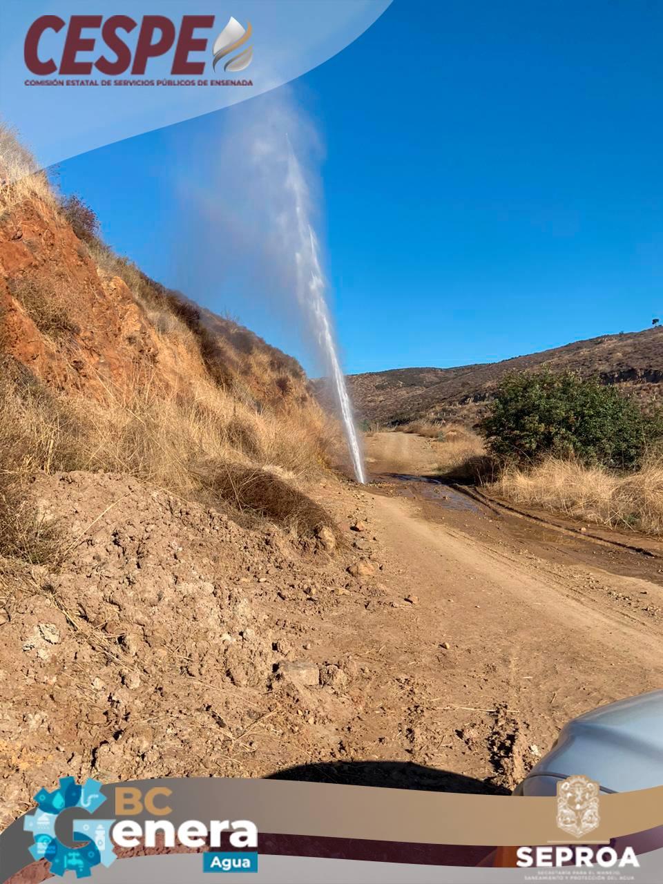 Atiende la CESPE fuga intensa en el Acueducto Morelos a la altura de 4 milpas.
